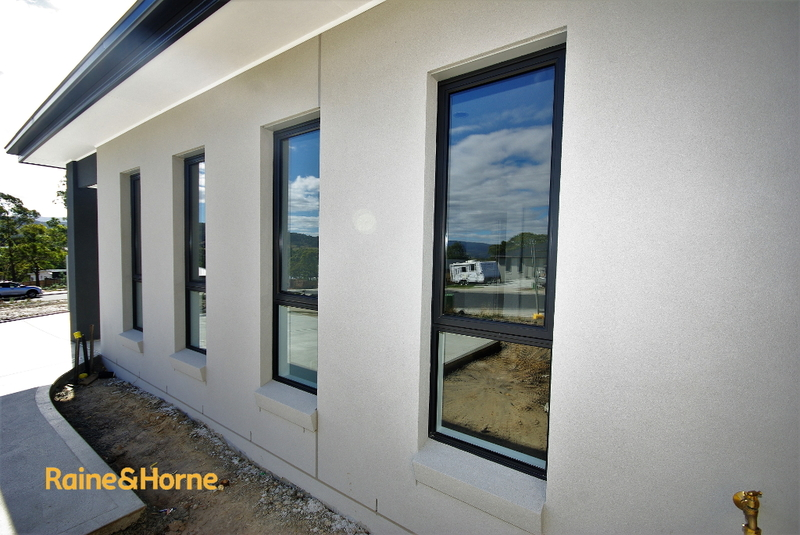 9 Booyaa Street KINGSTON 7050 Tasmania - Kingston Real Estate Agents - Raine u0026 Horne Kingston & 9 Booyaa Street KINGSTON 7050 Tasmania - Kingston Real Estate ...