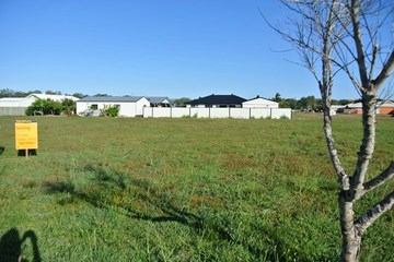 Recently Sold 12 Canberra Avenue, COOLOOLA COVE, 4580, Queensland